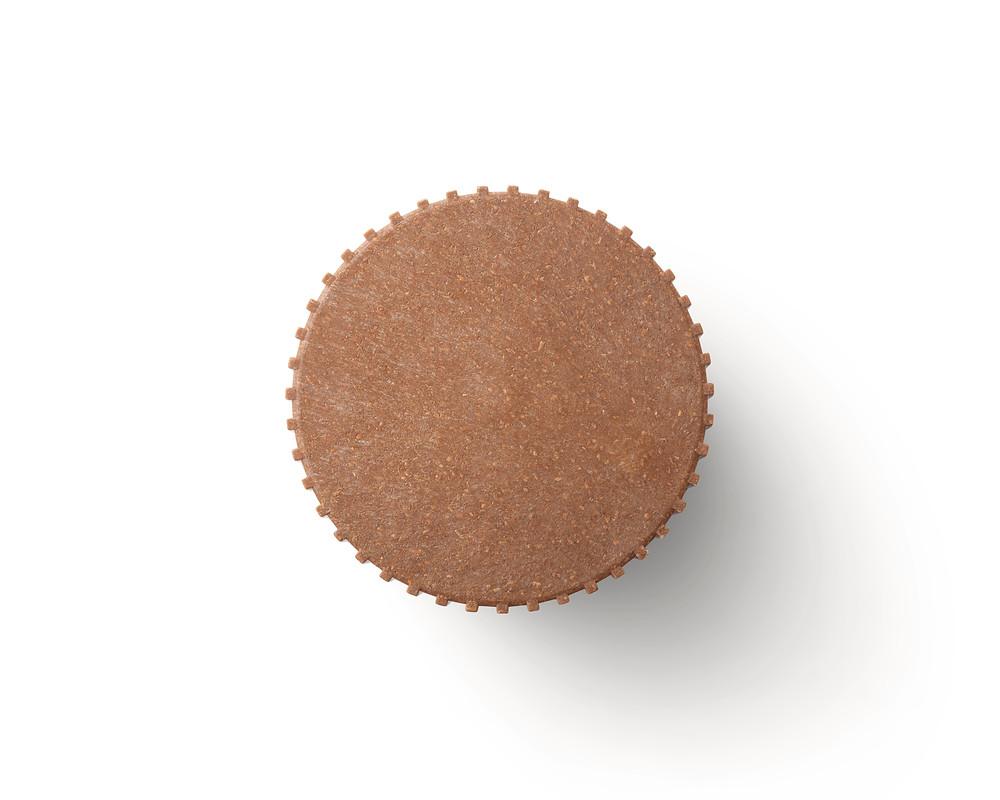 Chip nagi Disainer Simon Legald    Chip nagid on valmistatud kõrgekvaliteetse plasti ja hakkepuidu segust. Puidukiud pehmendavad disaini tööstuslikku stiili ja annavad sellele siidise tekstuuri. Saadaval erinevates suurustes ja värvides, kombineerides on võimalik saavutada dekoratiivne kujundus. Nutikas lahendus k
