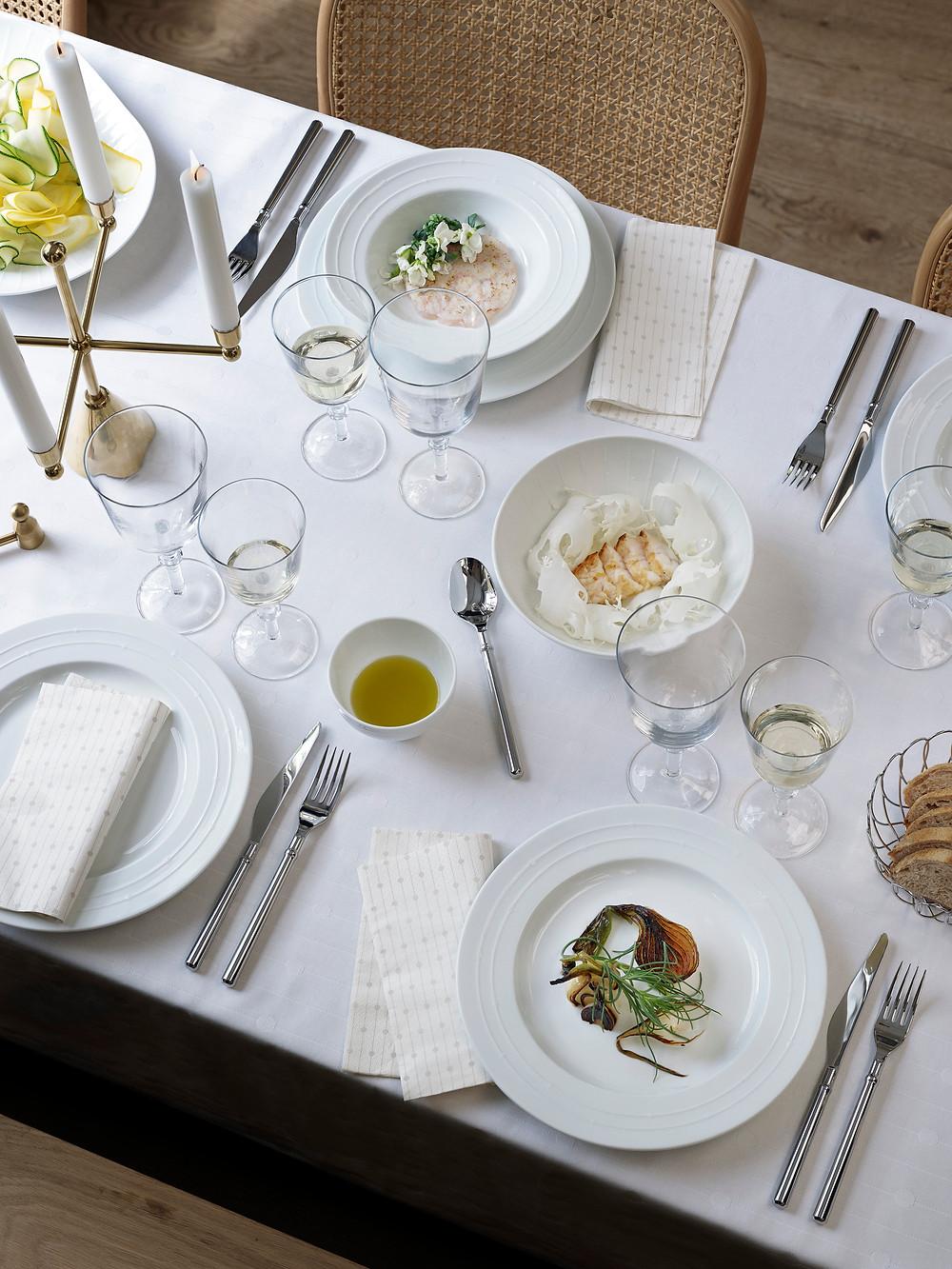 BANQUET sari pakub luksuslikke nõusid ja tarvikuid ning muudab laua pidulikuks.