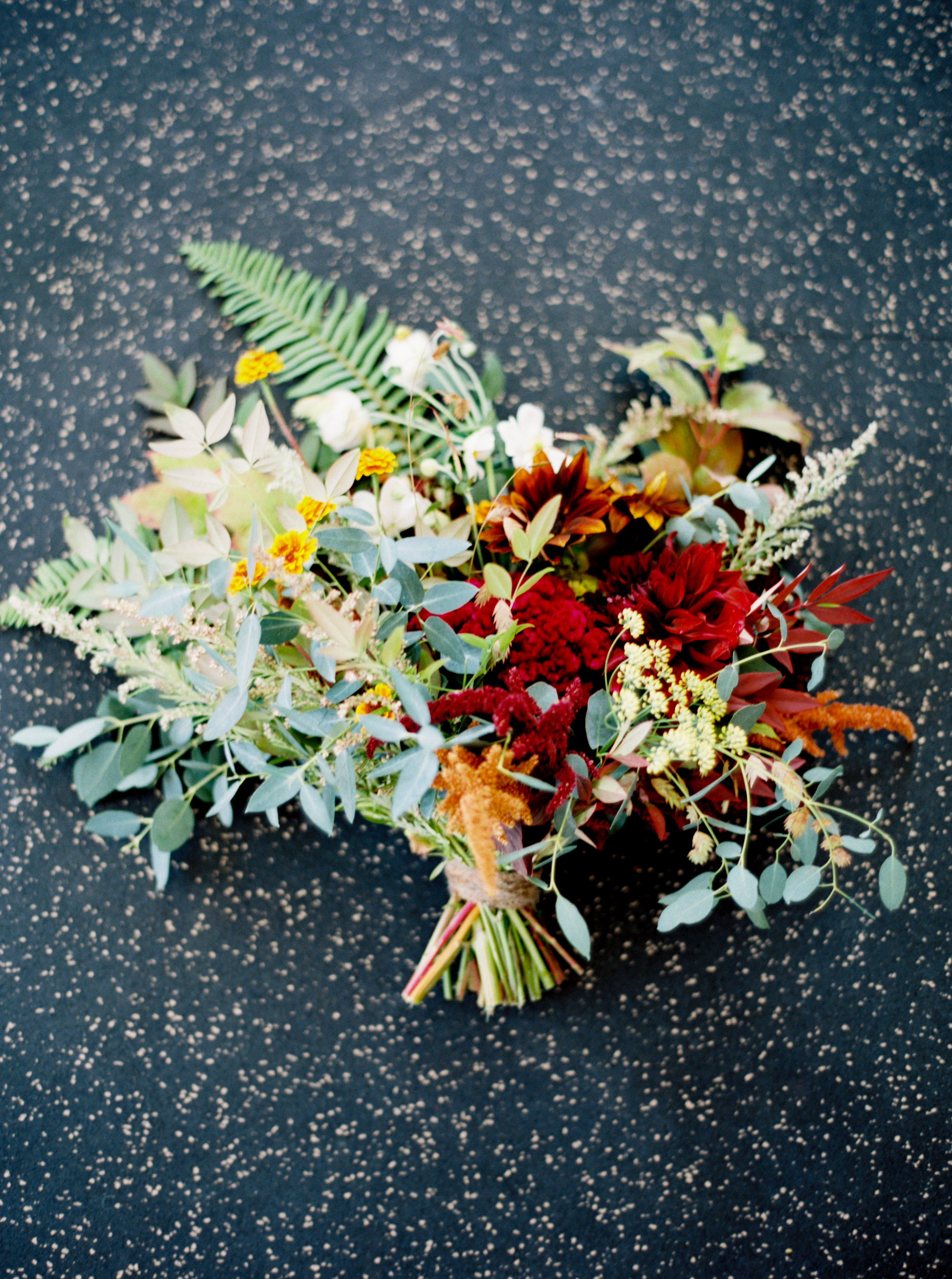 red wedding bouquets for fall