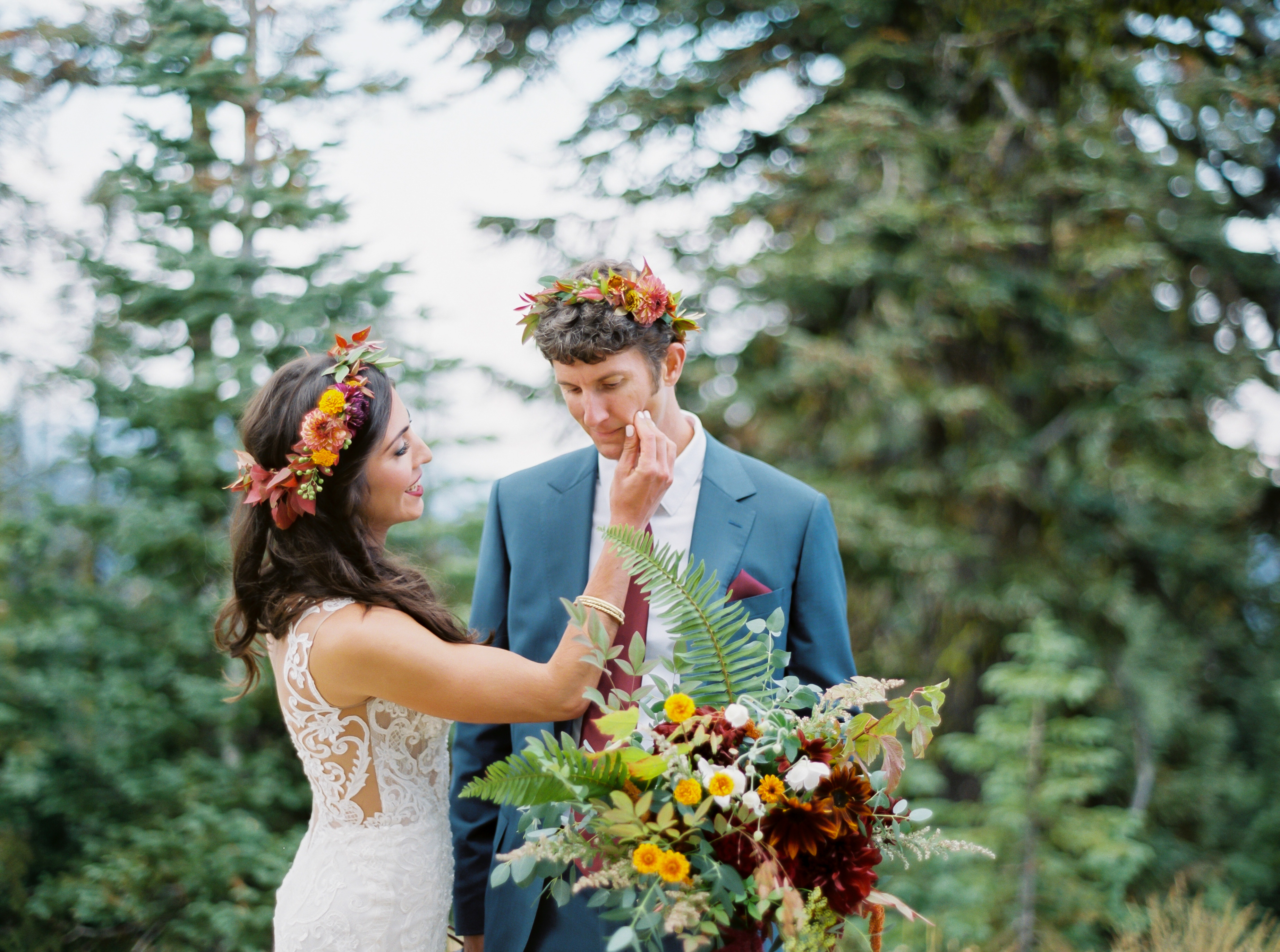 bride and groom in oregon