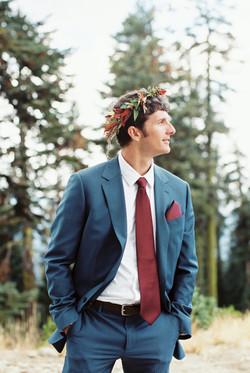 Fall groom