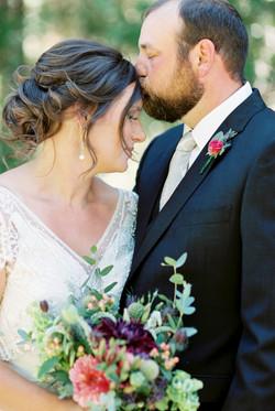 kissing photos on wedding