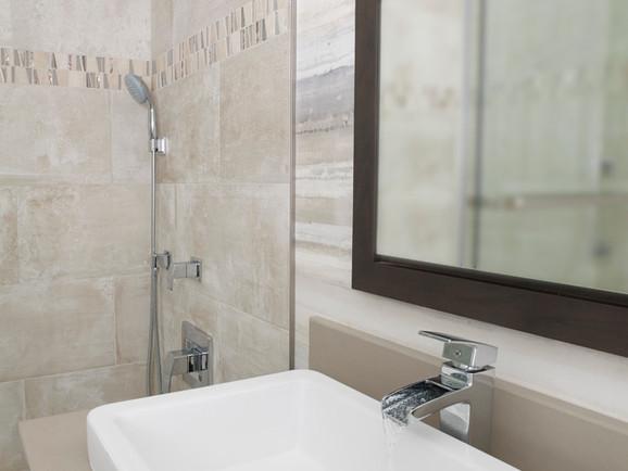 Bathrooms #10 J_T 11-16-17103974.jpg