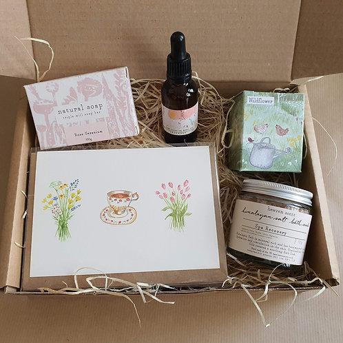 Gift Box - 3 x Cards 1 x Soap 1 x Body oil 1 x Bath Soak 1 x Candle