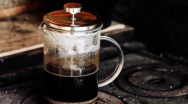Preparemos un cafecito con la cafetera de émbolo