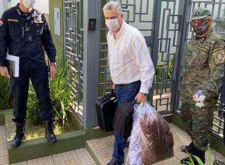 Detido por 'furar' quarentena, prefeito será colocado em isolamento pelo exército