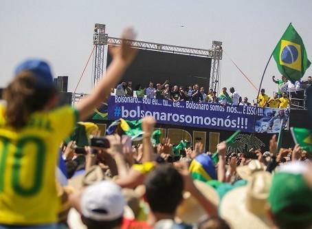 Agricultores participam de manifestações em apoio à liberdade de expressão e à democracia