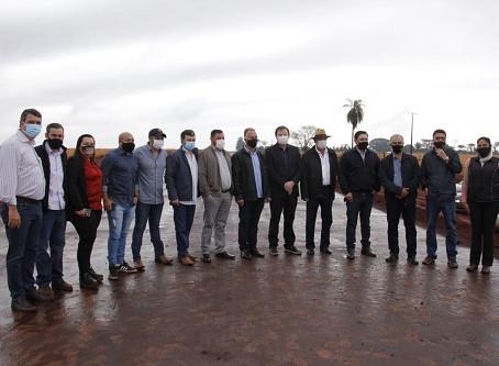 Vereadores participam de lançamento de obras com governador Reinaldo Azambuja