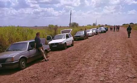 Comboio de 10 veículos transportando produtos ilegais é apreendido na MS-380 em Laguna Carapã