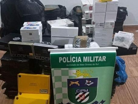 Polícia Militar de Laguna Carapã apreende carga com cigarros, armas de airsoft e eletrônicos.