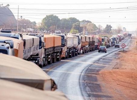 Começa greve dos caminheiros no Brasil, veja trechos interditados em MS