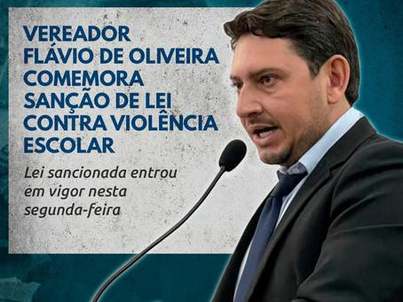 Vereador Flávio de Oliveira comemora sanção de lei contra violência escolar