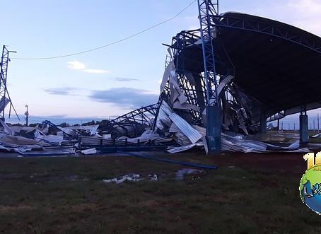 Temporal destrói Parque de Exposições em Laguna Carapã