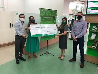 Sicredi Centro-SulMS entrega prêmio a associada de Mundo Novo ganhadora no sorteio do Seguro de Vida