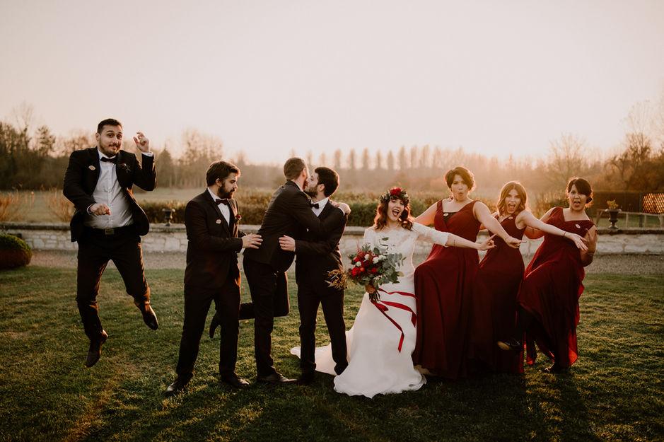 Photo de groupe lors d'un mariage au Domaine de Vermoise
