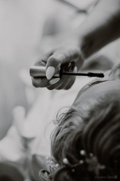 Préparatifs de la mariée, le maquillage