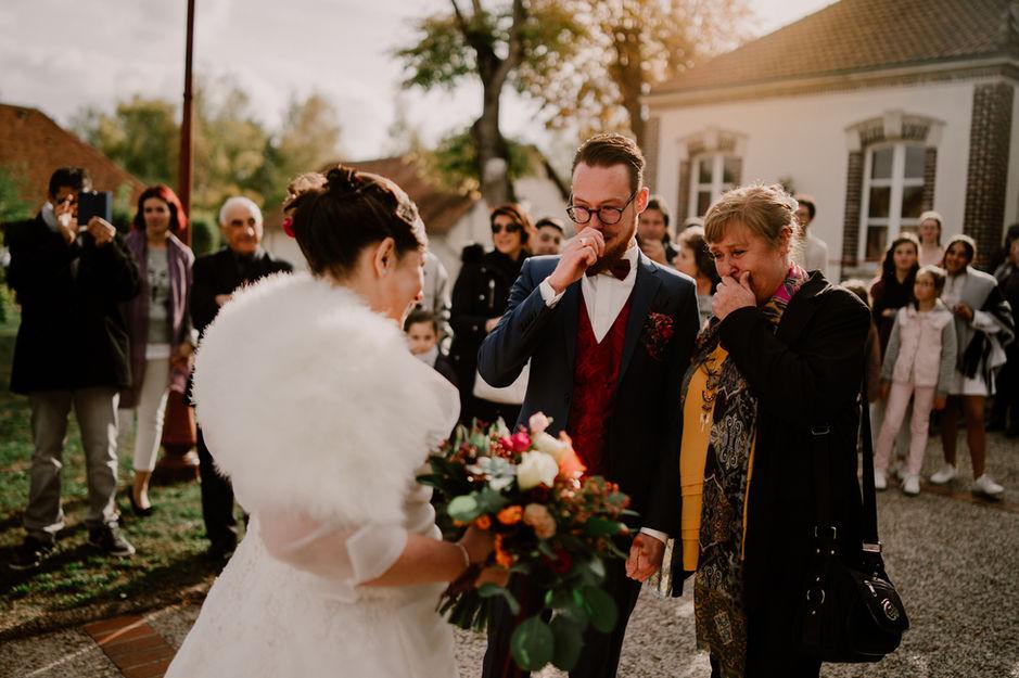 Découverte des mariés et larmes du futur époux