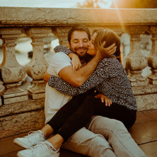 Photographe à Troyes, séance photo de couple qui s'embrasse à Paris au coucher du soleil