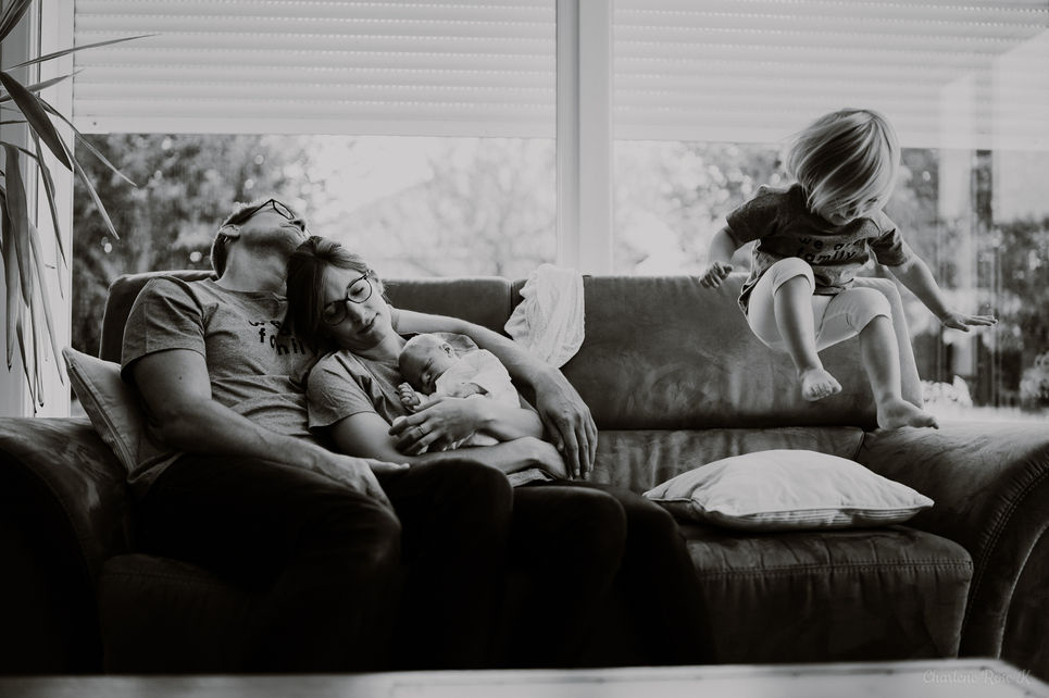 photographe,troyes,bébé,naissance,nouveau,né,famille,domicile,lifestyle,noir,blanc,fun,charlene,rose,k