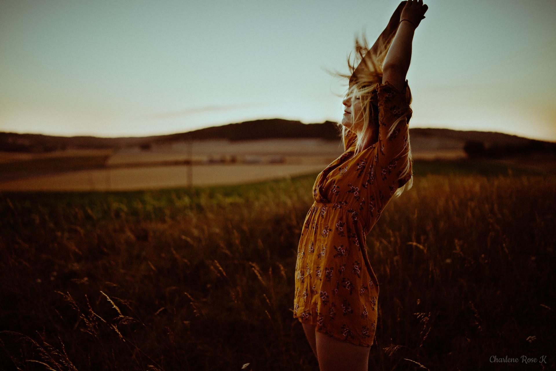 seance-photo-troyes-solo-femme-exterieur-soleil-tournesols-crk-9