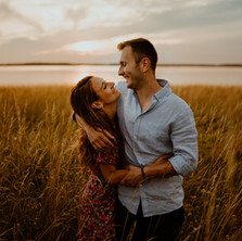 Photographe à Troyes, séance photo de couple au lac de la forêt d'orient au coucher de soleil