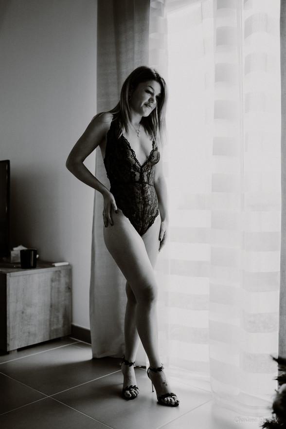 seance,photo,troyes,boudoir,intimiste,femme,bodypositive,noir,blanc,sensualité,domicile,charlene,rose,k