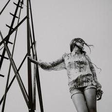 Photographe à Troyes, Portrait de femme en noir et blanc avec lignes