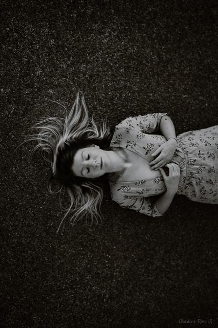 seance-photo-troyes-solo-femme-exterieur-soleil-tournesols-crk-6