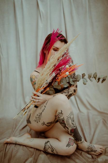 seance,photo,troyes,boudoir,intimiste,femme,bodypositive,sensualité,lingerie,fleurs,tatouages,charlene,rose,k