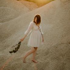 Photographe à Troyes, Portrait de femme dans un décor désertique au coucher du soleil