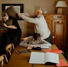 Photographe à Troyes, séance photo originale et drôle en famille à domicile