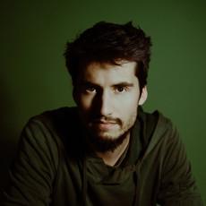 Photographe à Troyes, Portrait d'homme en studio avec fond vert