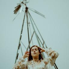 Photographe à Troyes, Portrait de femme mode avec girouette