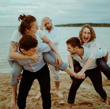 Photographe à Troyes, séance photo famille qui s'amuse au lac