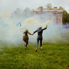 Photographe à Troyes, Séance photo entre copines au parc des moulins, avec des fumigènes