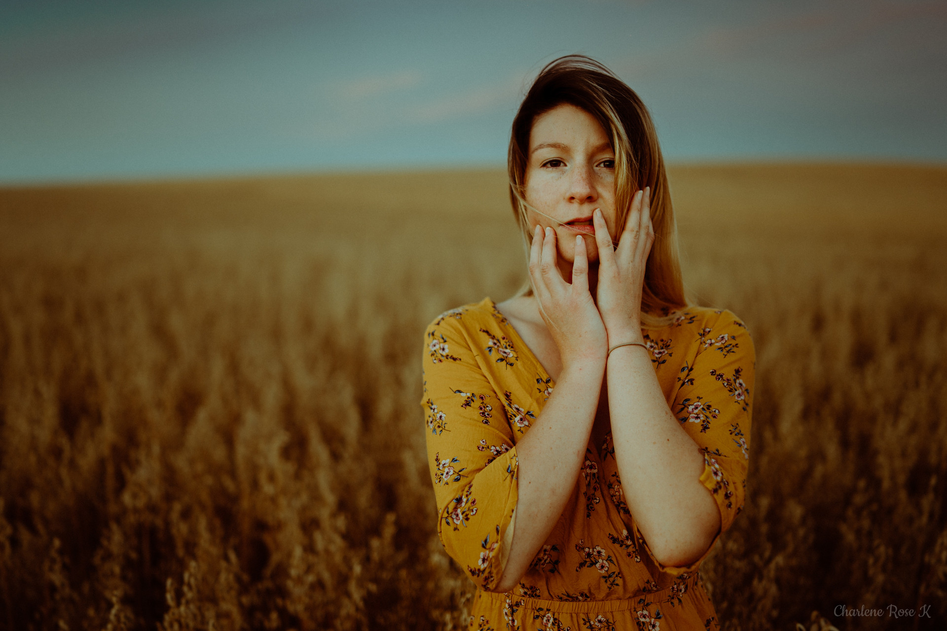 seance-photo-troyes-solo-femme-exterieur-soleil-tournesols-crk-7