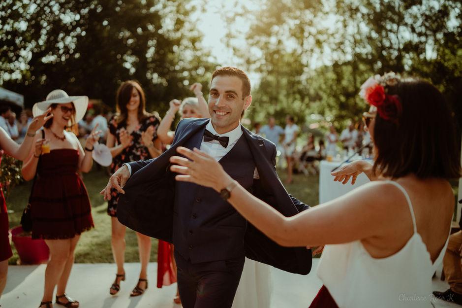 Marié qui danse
