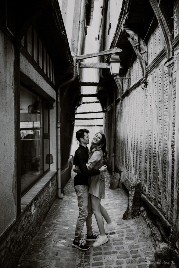photographe,troyes,couple,lifestyle,noir,blanc,rires,rues,urbain,charlene,rose,k