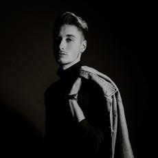 Photographe à Troyes, Portrait d'homme en studio noir et blanc fashion