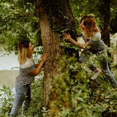 Photographe à Troyes, Séance photo entre copines en extérieur, moment de complicité et de fun !