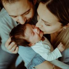 Photographe à Troyes, séance photo naissance nouveau-né et bisous à domicile