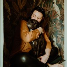 Photographe à Troyes, Portrait de femme avec son chien à domicile
