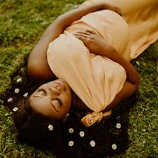 Photographe à Troyes, séance photo grossesse d'une future maman en extérieur