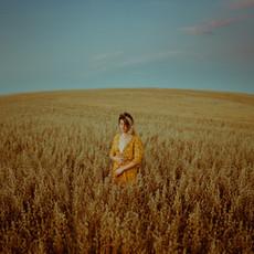 Photographe à Troyes, Portrait de femme dans un champ de blé