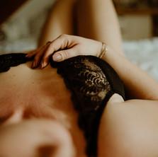 Photographe à Troyes, séance photo intimiste à domicile, détails du corps