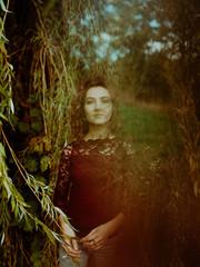 Portrait de femme dans la nature