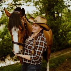 Photographe à Troyes, Séance photo humain et animaux, portrait de femme et cheval complices