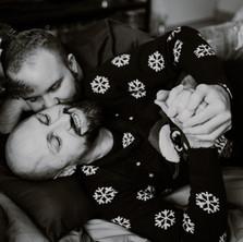 Photographe à Troyes, séance photo de couple à Noël en noir et blanc