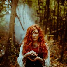 Photographe à Troyes, Portrait de femme mystique et wicca avec fumée