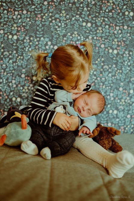 photographe,troyes,bébé,naissance,nouveau,né,famille,domicile,lifestyle,soeur,charlene,rose,k